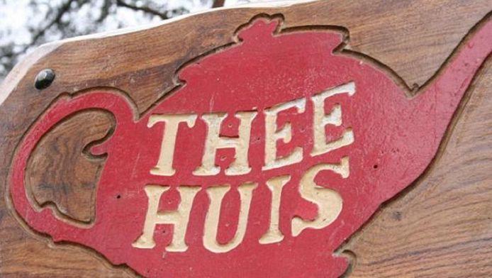 Ten noorden van Lage Vuursche ligt al een theehuis, 't Hooge Erf.