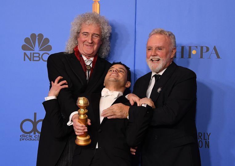 Rami Malek tussen Queen-gitarist Brian May (links) en -drummer Roger Taylor. Beeld AFP