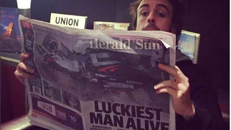 Fernando daags na zijn crash tijdens de Grote Prijs van Australië. Beeld Instagram