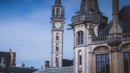 De klok van het postgebouw staat stil op 5 voor 12…en dat is geen toeval