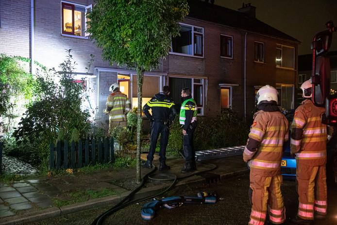 De brandweer had vorige week grote moeite om bij een brandende woning in Baarn te komen.