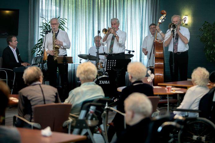 Savoy Jazzmen treedt op in Helmond.