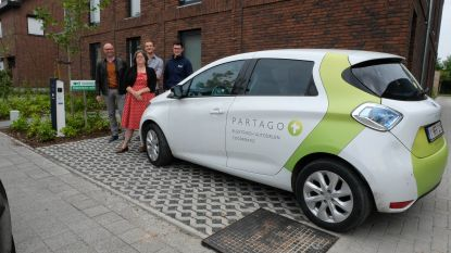 Ontwikkelaar Valor schenkt Klein-Brabant eerste deelwagen