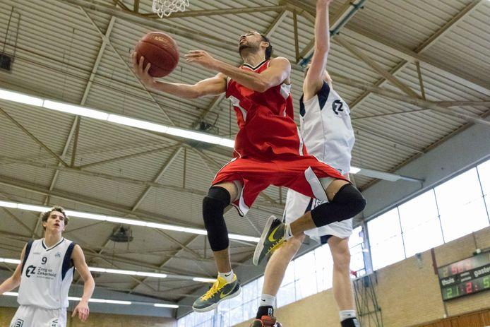 Basketbal in sporthal Beukendal.
