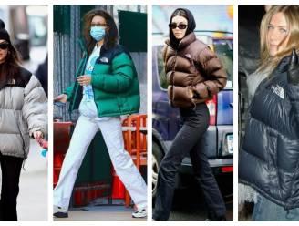 Waarom deze jas al sinds de jaren negentig het ultieme fashion statement is (en nu weer opduikt)