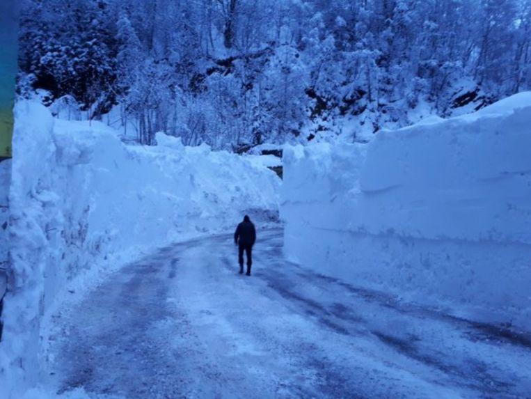 Muren van sneeuw in het Franse Vaujany (1200m) / Isère.