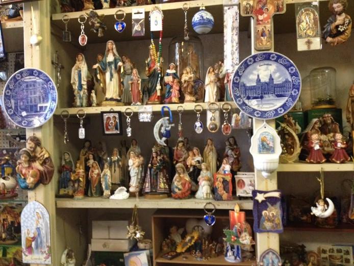 Mariabeeldjes in De Kleine Winst in Den Bosch.