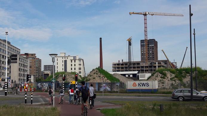 Op de kop van Strijp-S in Eindhoven, tussen Philitelaan en spoor, bouwt Stam + De Koning Bouw voor Spoorzone BV drie gebouwen: Sixty5 (halverwege), The Fizz (net begonnen) en Next (start dit najaar).