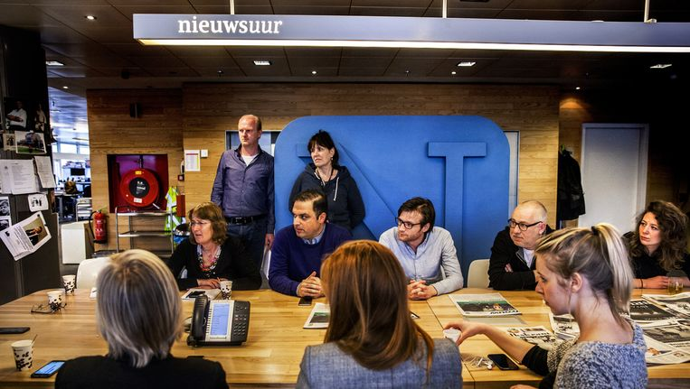 De redactie aan de vergadertafel. Beeld Aurélie Geurts