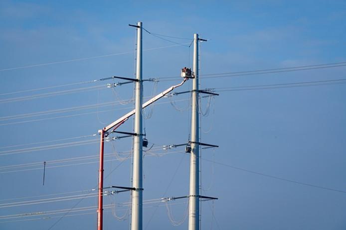 Werk aan de 380 kV-leiding tussen Doetinchem en Wesel.