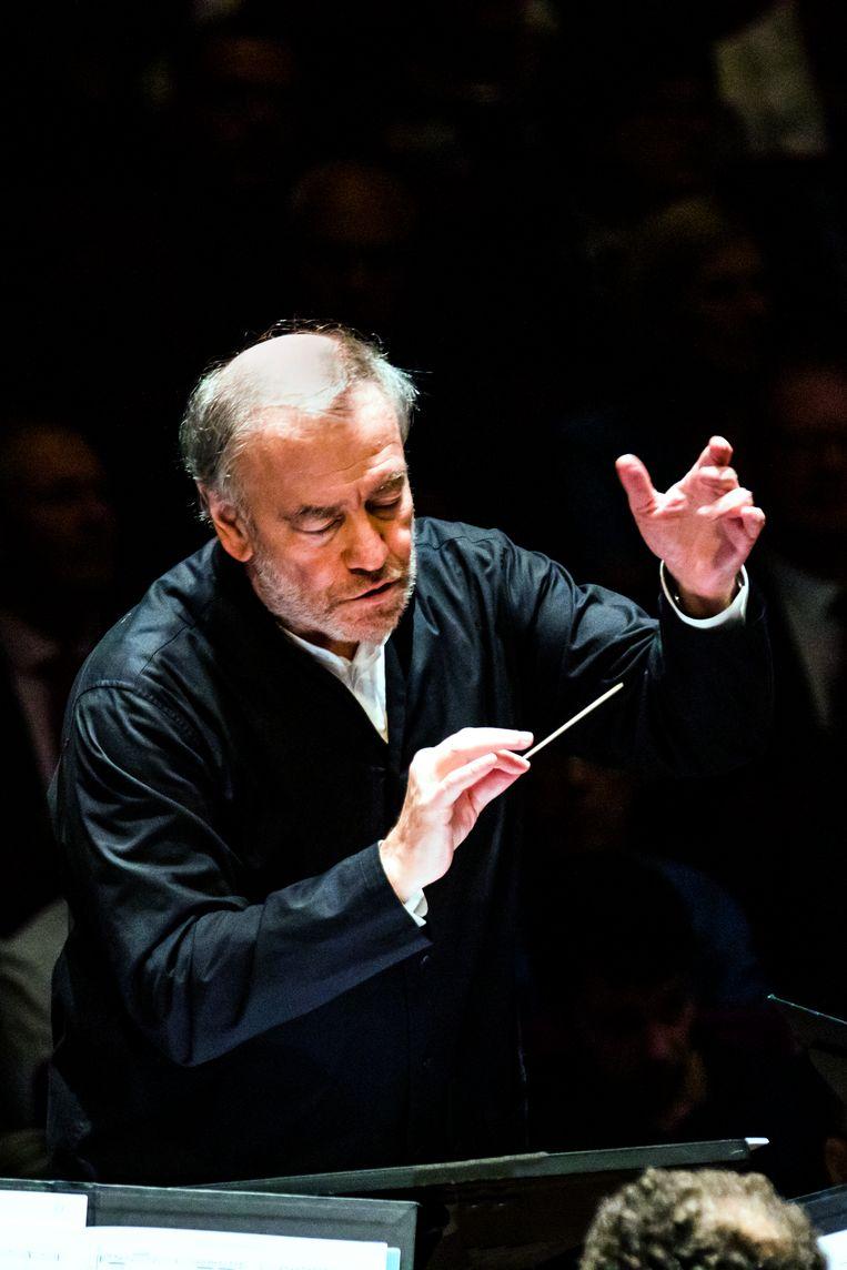 De Russische dirigent Valery Gergiev, oud-chef van het Rotterdams Philharmonisch, tijdens het slotconcert van 'zijn' festival. Beeld Guido Pijper