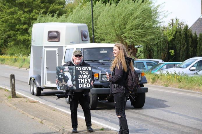 Save Movement The Netherlands heeft vandaag een protest gehouden bij een slachthuis aan de Westzijde in De Hoef.
