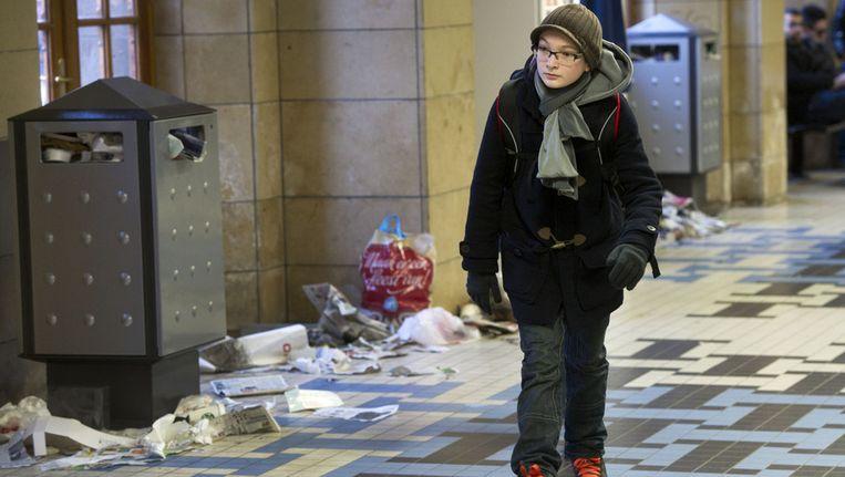 Als de schoonmaakdiensten staken, is goed te zien hoeveel afval er op straat wordt gegooid, zoals hier in 2012 op Amsterdam CS Beeld anp