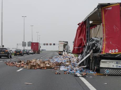 A1 bezaaid met rommel na ongeluk met vrachtwagens bij Bathmen, lange file vanuit Twente