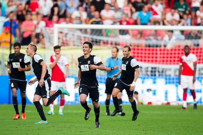De spelers van FC Differdange juichen in de Galgenwaard.