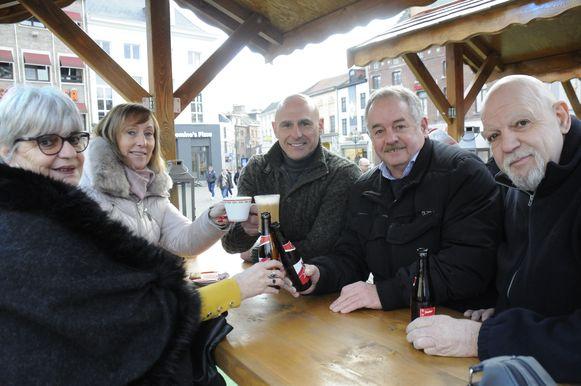 Heel wat vrienden kwamen klinken op 2020 in Wintermagie Tienen.