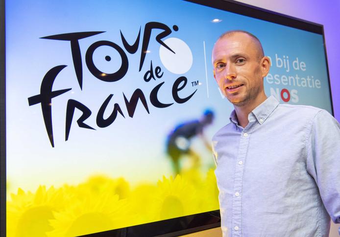 Analist Stef Clement tijdens de presentatie van het programma Tour de France bij de NOS.