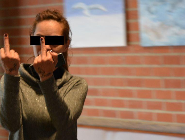 De 37-jarige prostituee uit Tielt bij het verlaten van de rechtszaal.