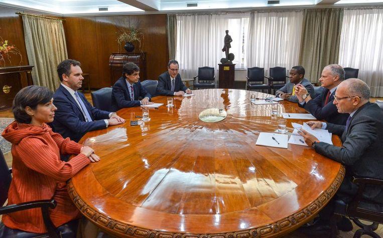 """De verklaringen volgen enkele dagen na het bezoek van een technische missie van het IMF aan Buenos Aires. Het IMF laat weten """"aan de zijde te blijven"""" staan van het land in """"deze moeilijke tijden"""" en de vraag tot schuldherschikking te bekijken."""