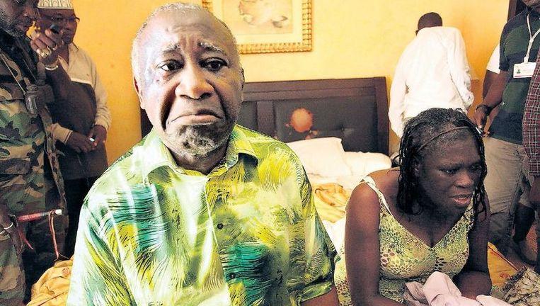 Laurent Gbagbo en zijn vrouw wachten in een hotel in Abidjan nadat ze door Franse troepen zijn gearresteerd. Foto: Reuters Beeld