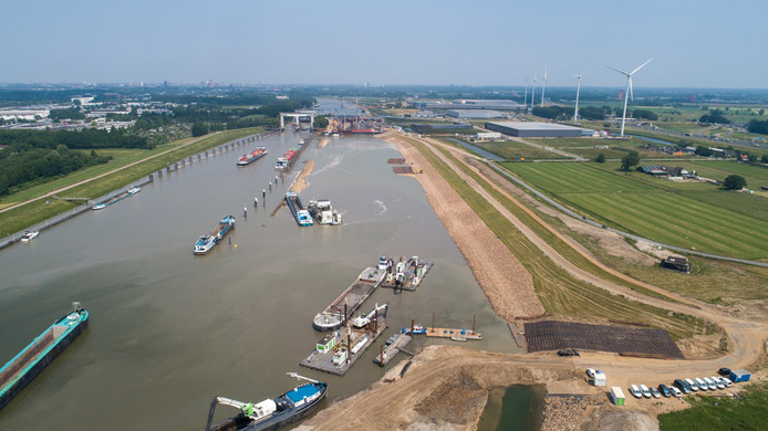 De zuidzijde van de Prinses Beatrixsluis bij Nieuwegein, waar nog volop gewerkt wordt.