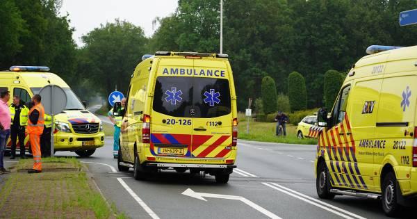 Fietser en motorrijder zwaargewond na aanrijding in Dorst, traumaheli opgeroepen.