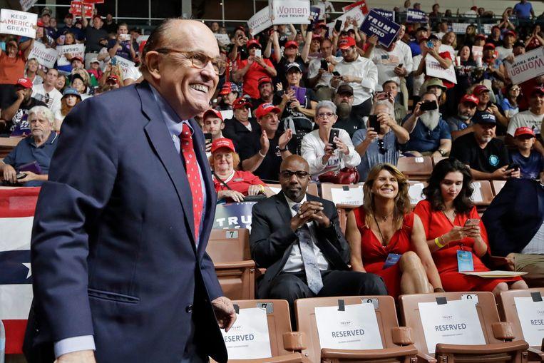 Rudy Giuliani tijdens een verkiezingsrally van zijn baas, president Donald Trump. Beeld AP