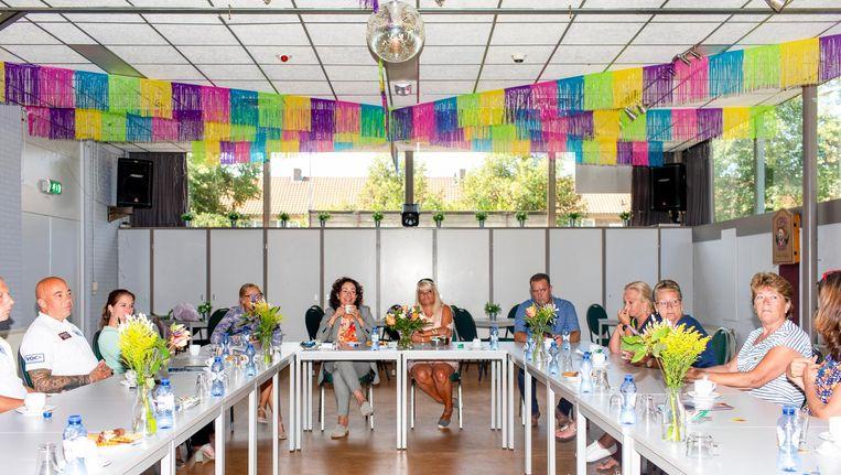 Onderdeel van Halsema's eerste werkdag: een bezoek aan speeltuinvereniging Het Middelpunt in Tuindorp Oostzaan. Beeld Renate Beense
