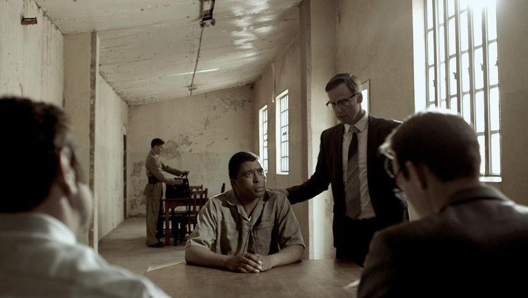 Bram Fischer is als politieke thriller en rechtbankdrama geslaagd Beeld -
