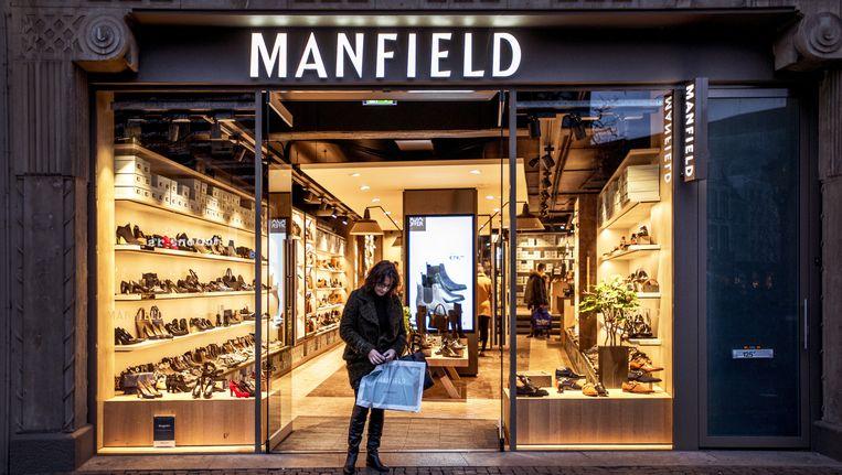 Schoenenzaak van Manfield in Utrecht. Ook de winkels van Scapino, Dolcis en Invito staan te koop. Beeld Raymond Rutting