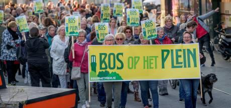Tumult over posters 'Bos op het Plein': wel of geen censuur van de gemeente Hengelo?