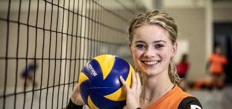 Volleybalster Van Leusden voor derby weer even terug bij oude club in Mariaparochie