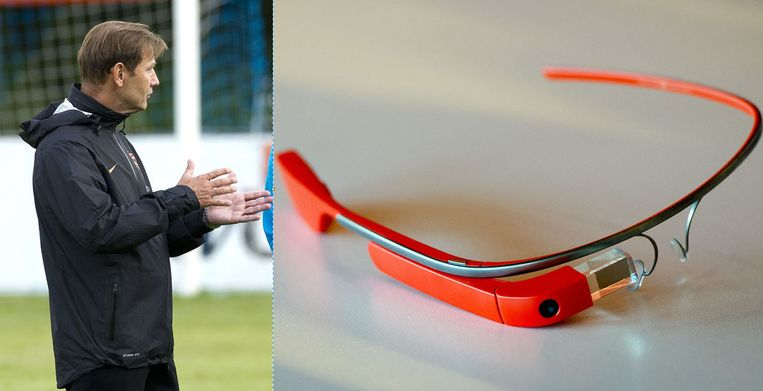 Keeperstrainer Frans Hoek, en rechts Google Glass