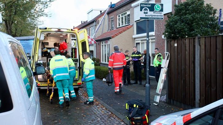Man zwaargewond na val van dak in Rijen