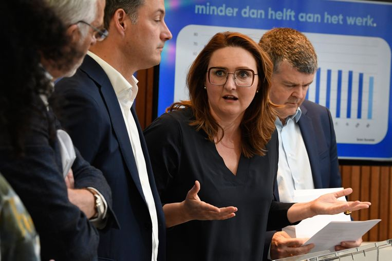 """""""Voor we kunnen beslissen of we al dan niet meestappen in een Vlaamse formatie, moeten we een stand van zaken krijgen van de voorzitster"""", zegt een partijtopper."""