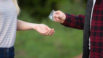 Celstraf van 6 maanden voor levering van harddrugs, 4 maanden voor toedienen van opzettelijke slagen aan 15-jarig meisje