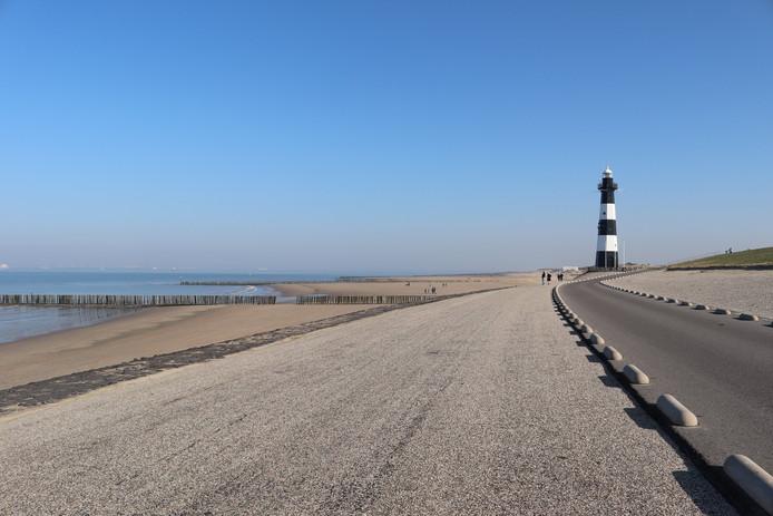 Het strand van Breskens in Zeeland is nog uitgestorven. Heerlijk, vindt deze fotograaf.
