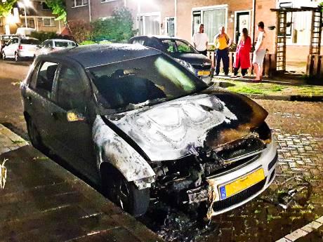 Extra politie in jacht op daders autobranden: 'gedragsexperts ingeschakeld om schuldigen te vinden'