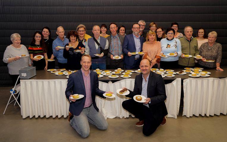 De Bredense revue serveerde taart en koffie aan 300 mensen