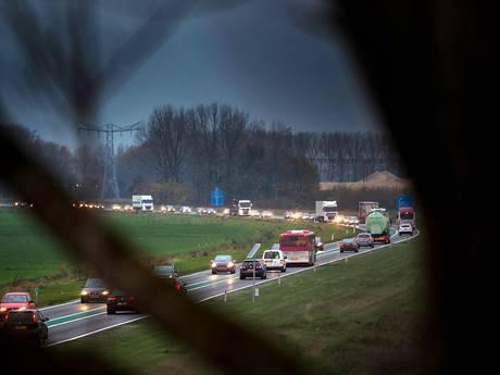 Maas en Waalweg is gevaarlijk door mensen die inhaalverbod negeren