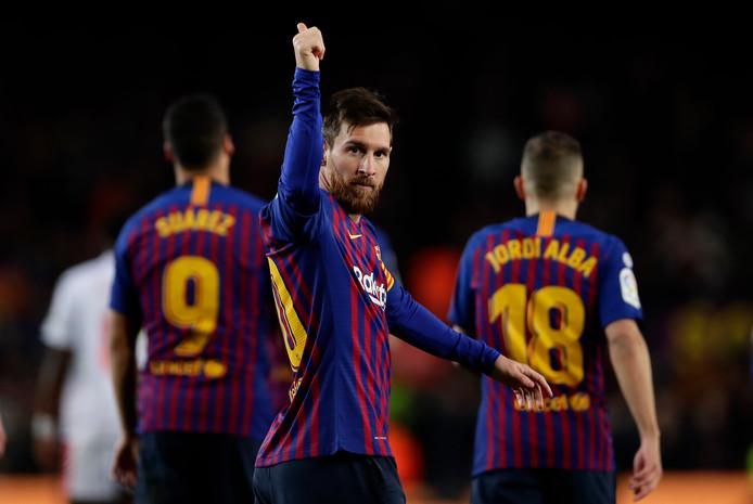 Lionel Messi viert zijn treffer.