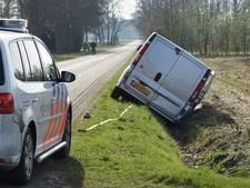 Eenzijdig ongeval in Haaksbergen, busje in sloot