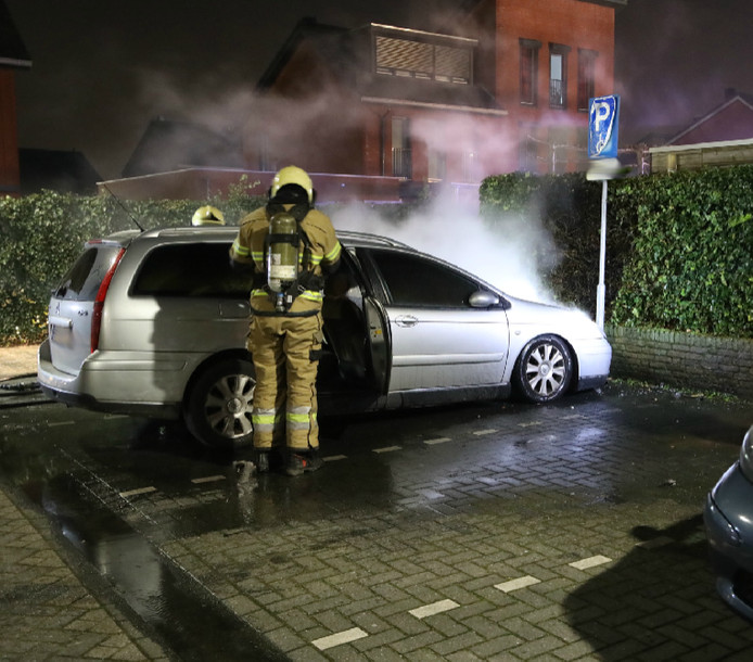 Auto op invalidenparkeerplaats uitgebrand.