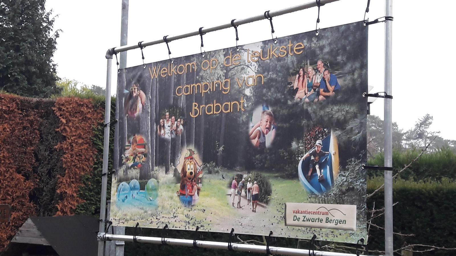 'Welkom op de leukste camping', meldt camping De Zwarte Bergen in Luyksgestel bij de ingang.