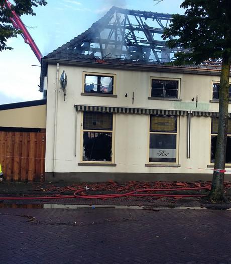 Sloop 't Uuleke in Ewijk ligt stil