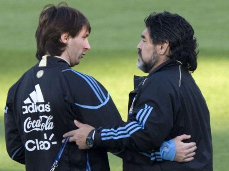 Diego Maradonna (R) met Lionel Messi. EPA Beeld