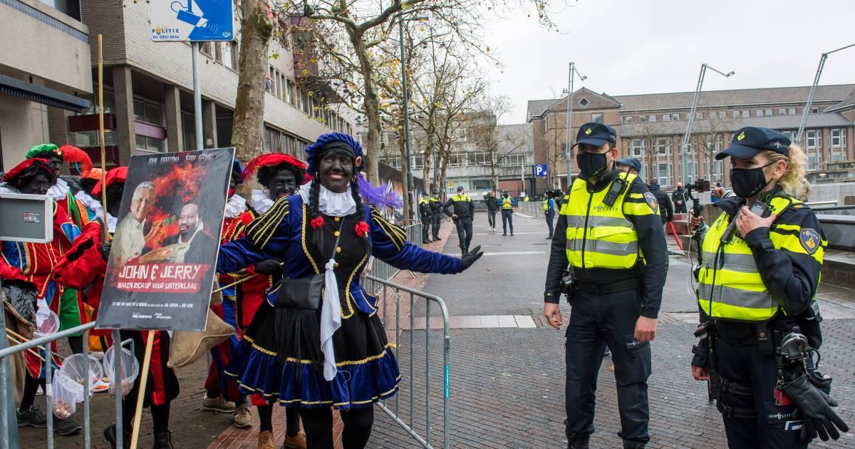 Rellen blijven #Eindhoven bespaard na massale inzet politie.