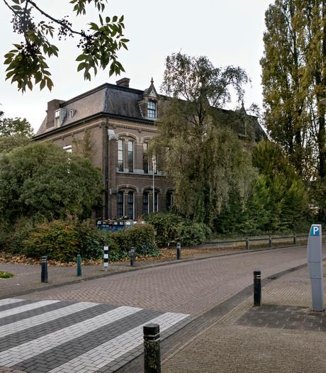 Fraterhuis in Deurne op slot, sloop- en bouwactiviteiten bevroren na negeren waarschuwing