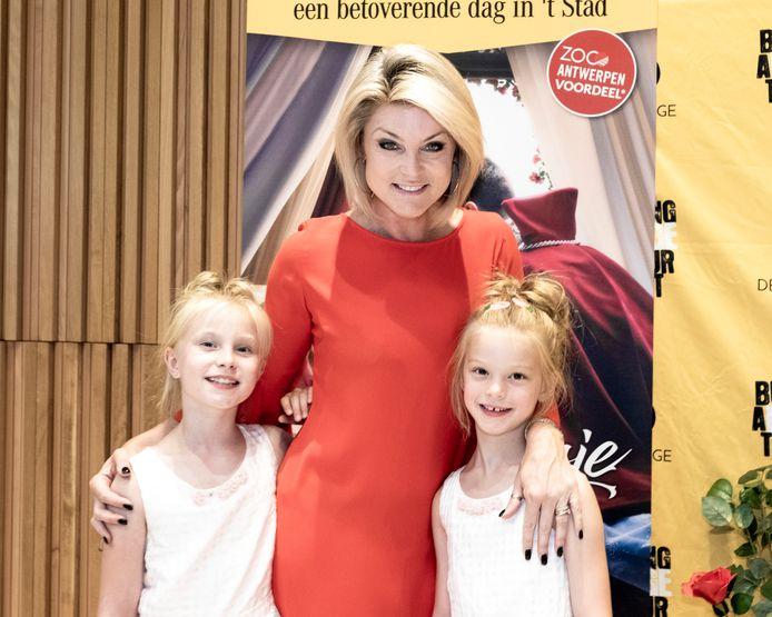 Joyce De Troch met haar dochters dochters Alexia en Adriana.