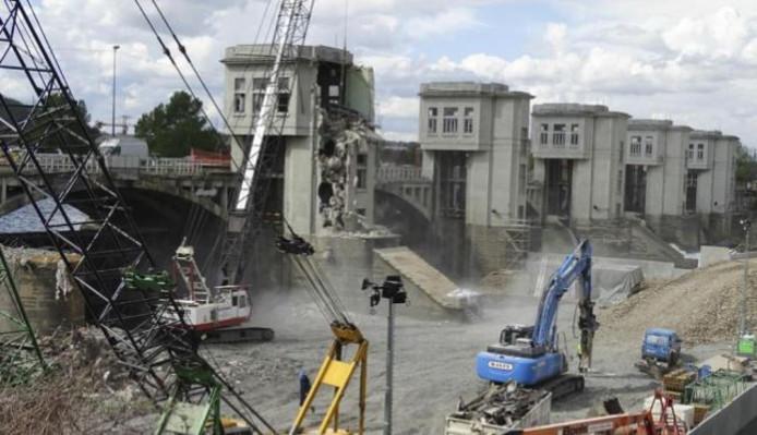 De barrage van Monsin in de Maas bij Luik, waar Sjaak van Pul uit Goirle verdronken moet zijn, is in 2019 een bouwput
